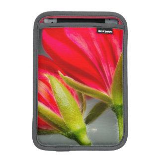 花の背部からのviningゼラニウムのクローズアップ iPad miniスリーブ