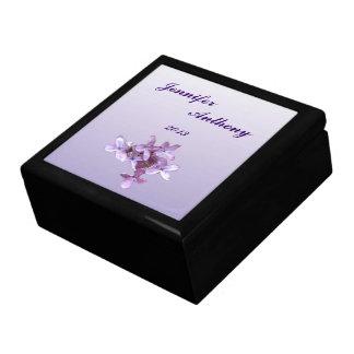 花の薄紫の花の結婚 ギフトボックス
