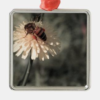 花の《昆虫》マルハナバチ シルバーカラー正方形オーナメント