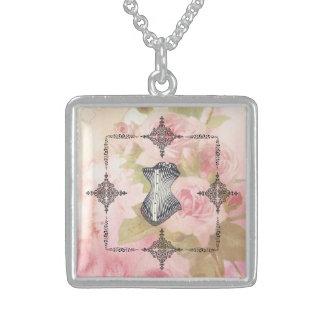 花のBackroundのビクトリアンなコルセットそしてフレーム! スターリングシルバーネックレス