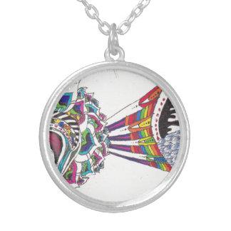 花びら、虹、色およびスケールのネックレス シルバープレートネックレス