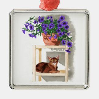花を持つアビシニア猫 メタルオーナメント