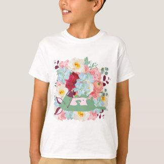 花を持つ睡眠犬 Tシャツ