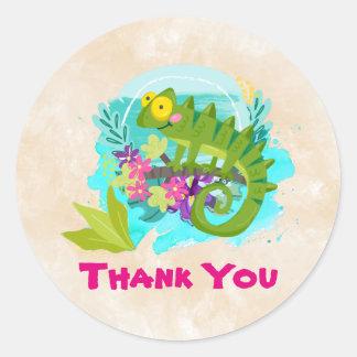 花を持つ緑の熱帯トカゲは感謝していしています ラウンドシール