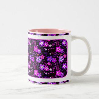 花パターンピンクおよび紫色 ツートーンマグカップ