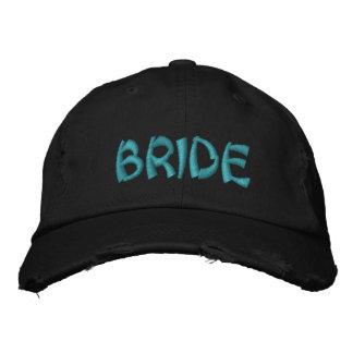 花嫁によって刺繍される帽子 刺繍入りキャップ