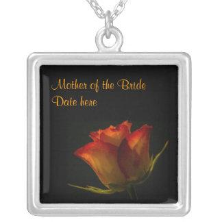 花嫁のエレガントなオレンジ黄色バラの母 シルバープレートネックレス