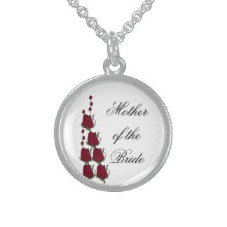 花嫁のクラシックな赤いバラの結婚祝いの母 スターリングシルバーネックレス