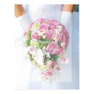 花嫁の白いレースおよびRSVPを結婚する花の花束 ポストカード