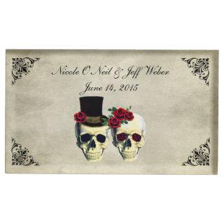 花嫁及び新郎のスカルの結婚式