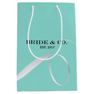 花嫁及びCOのシャワーのリボンのパーティーのギフトバッグ ミディアムペーパーバッグ