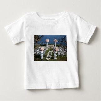 花弁結婚式通路ランナー20 ベビーTシャツ