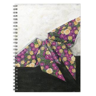 花柄の紙のOrigamiの蝶 ノートブック