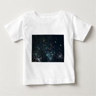 花火の流星のしぶきの水 ベビーTシャツ