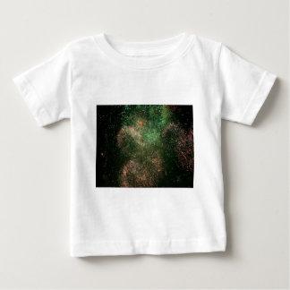 花火の緑の爆発のしぶき ベビーTシャツ