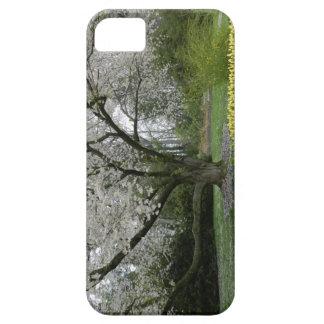 花盛りの木および黄色いチューリップ iPhone SE/5/5s ケース