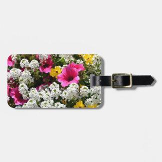 花盛りのachilleaおよびペチュニア ラゲッジタグ