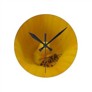 花粉で覆われる蜂 ラウンド壁時計