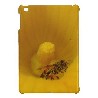 花粉で覆われる蜂 iPad MINIカバー
