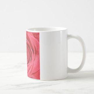 花膚触りがよく赤いバラの花びらのロマンチックな花 コーヒーマグカップ