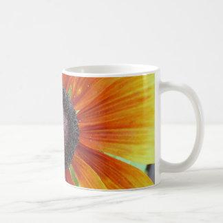 花、中心のマクロ コーヒーマグカップ