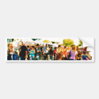 芸術および技術ブースへの群集の歩行 バンパーステッカー