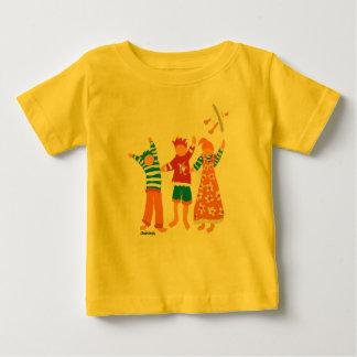 芸術のベビー: 幸せな子供およびカモメ ベビーTシャツ