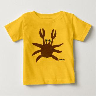 芸術のベビー: 熱狂するなカニの海岸の休日の上 ベビーTシャツ