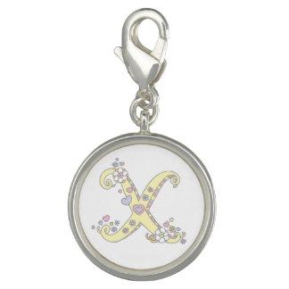 芸術の魅力を黄色にするためにXのモノグラムのハートの花に文字を入れて下さい チャーム