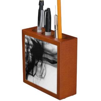 芸術家によるC.L.ブラウン黒い火IIの机のオルガナイザー ペンスタンド