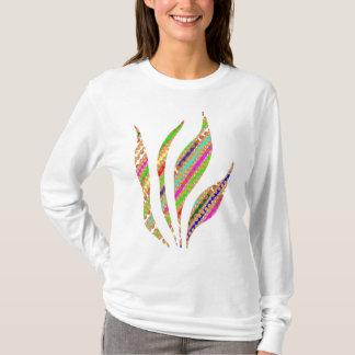 芸術的な火の炎は精神的なエネルギー流れることを保ちます Tシャツ