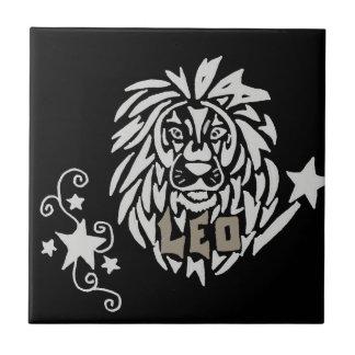 芸術的な(占星術の)十二宮図のレオの占星術の印 タイル