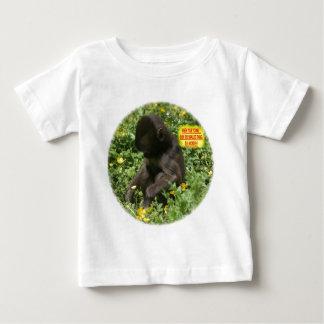 若いサルの驚異 ベビーTシャツ
