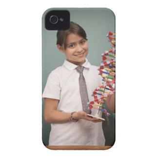 若い女生徒は多彩なモデルを握ります Case-Mate iPhone 4 ケース