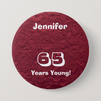若く赤い人形Pinボタンの誕生日プレゼント65年の 7.6cm 丸型バッジ