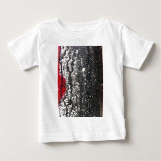 苦脳によって壊される愛絵画 ベビーTシャツ