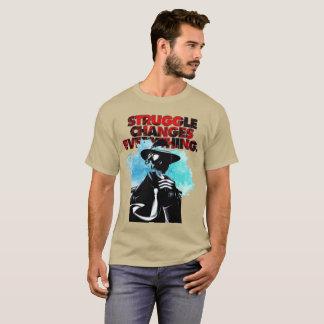 苦闘はすべてを変えます Tシャツ