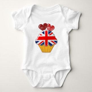 英国国旗のカップケーキおよびハート ベビーボディスーツ