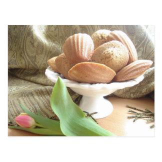 英国場面、午後のお茶のためのケーキ ポストカード