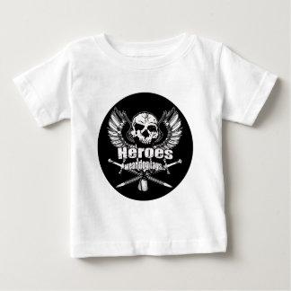 英雄の衣服のドッグタッグw. ベビーTシャツ