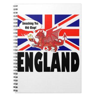 茶時間を楽しむウェールズの赤いドラゴン ノートブック