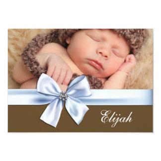 茶色がかった鋼色の男の赤ちゃんの写真の誕生の発表 カード