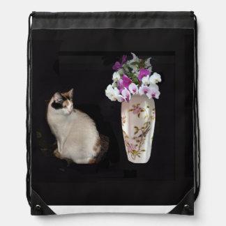 茶色のぶち猫および蘭 ナップサック