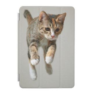 茶色のぶち猫の跳躍 iPad MINIカバー