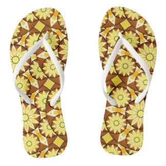 茶色の曼荼羅パターン、色合いおよび金ゴールド ビーチサンダル