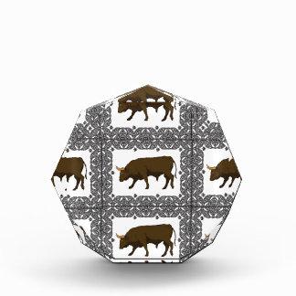 茶色の雄牛の立方体 表彰盾