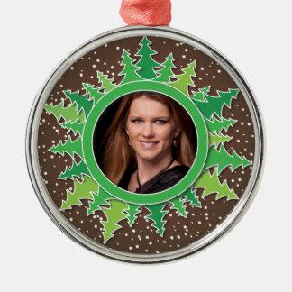 茶色bgのクリスマスツリーが付いているフレーム メタルオーナメント