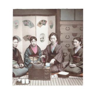 茶-ヴィンテージの日本人の芸者--を飲んでいる女性 ノートパッド