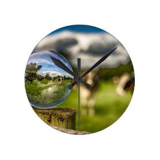 草からガラスへの ラウンド壁時計