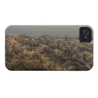 草が茂った草原の霧深いビーチの銀河系のはっきりしたな箱 Case-Mate iPhone 4 ケース
